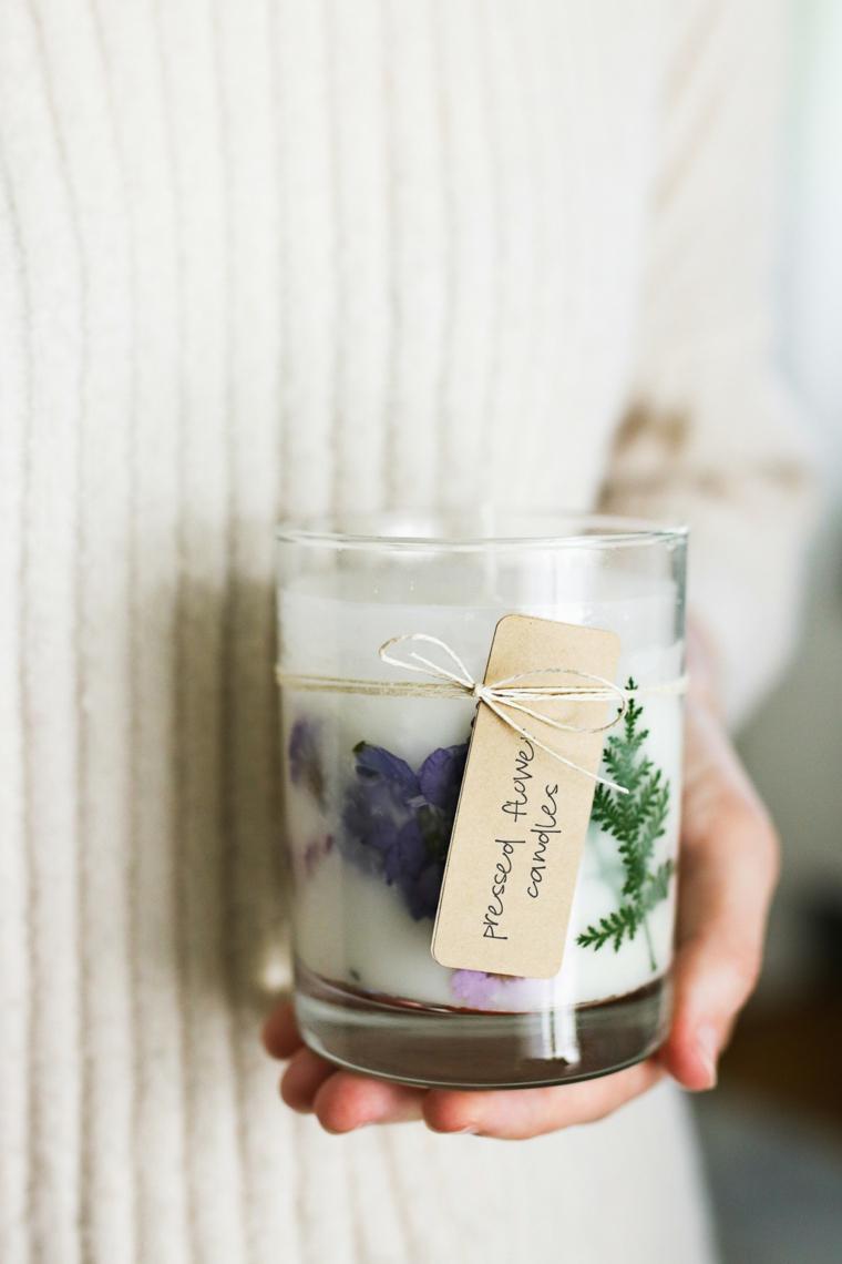 regali originali bicchiere di vetro con candela personalizzata con fiori e bigliettino