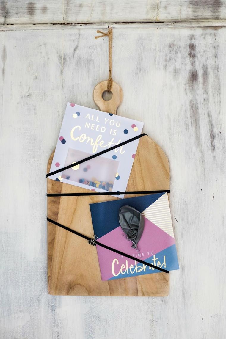 regali per lei tagliere di legno con nastri decorazione con cartoline