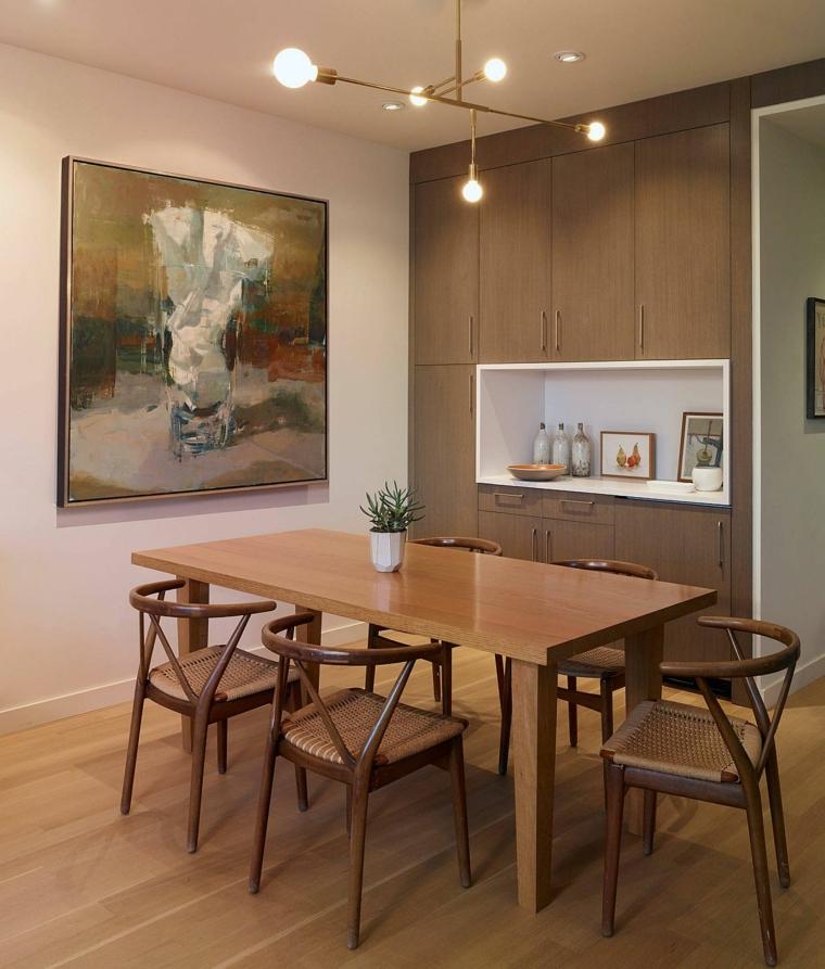 sala con tavolo da pranzo rettangolare di legno con sedie armadio con nicchia