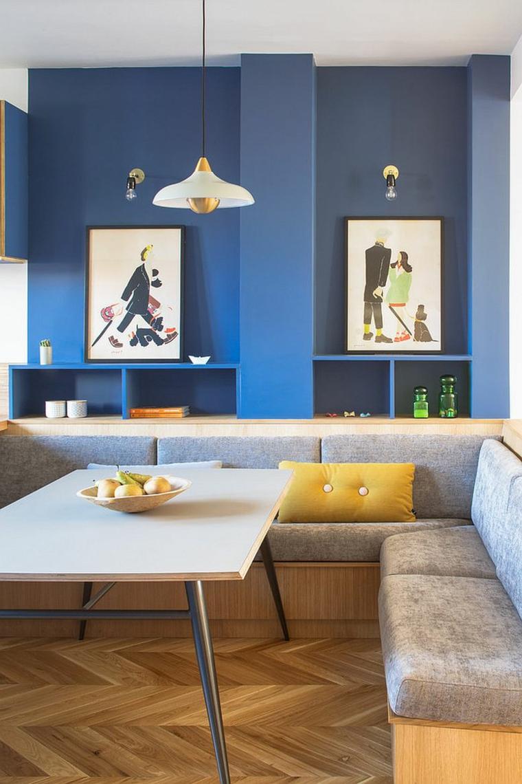 sala da pranzo classica contemporanea divano angolare grigio con tavolo di legno