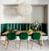 sala da pranzo classica contemporanea divano in nicchia sulla parete pelle di colore verde