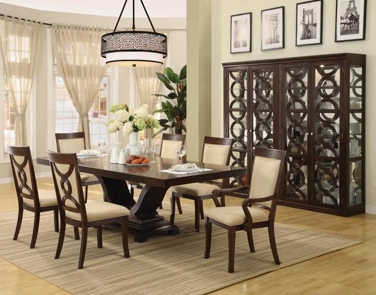 sala da pranzo classica legno scuro