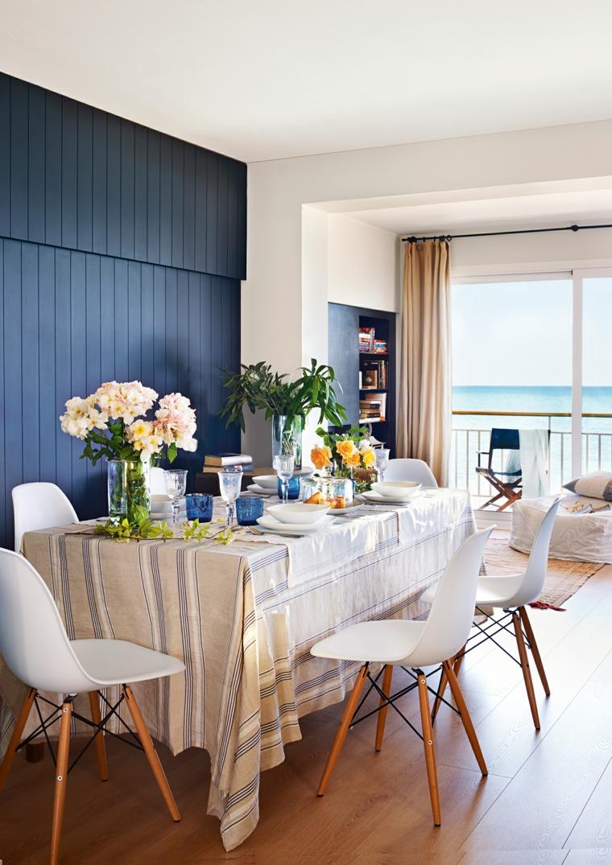 sala da pranzo piccola tavolo con tovaglia bianca sedie bianche stile nordico