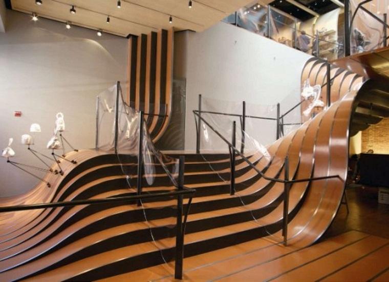 scale-interne-moderne-legno-lucido