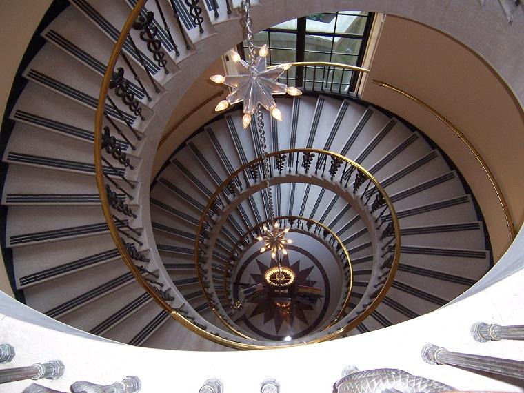 scale moderne eleganti forma spirale