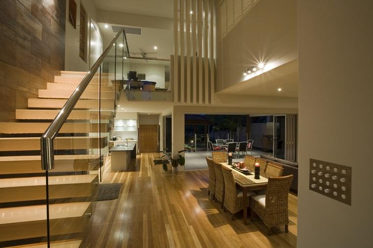 scale moderne sospese legno vetro