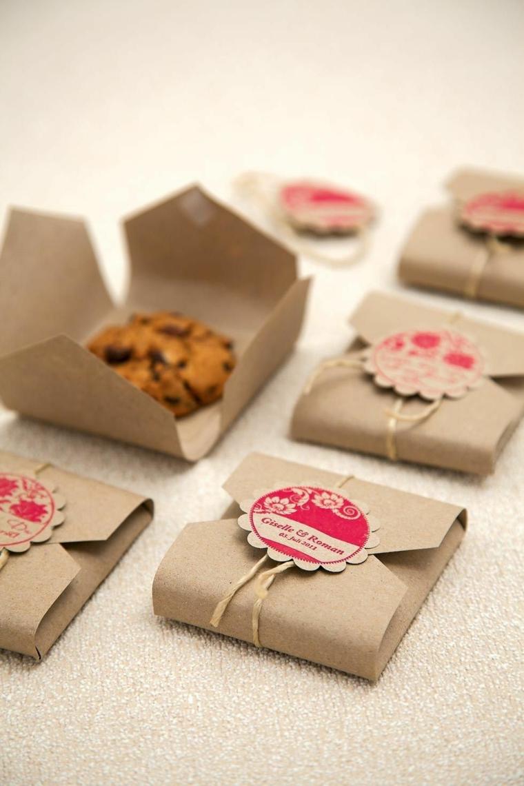 scatolette di carta con bigliettino personalizzato idea regalo con biscotti