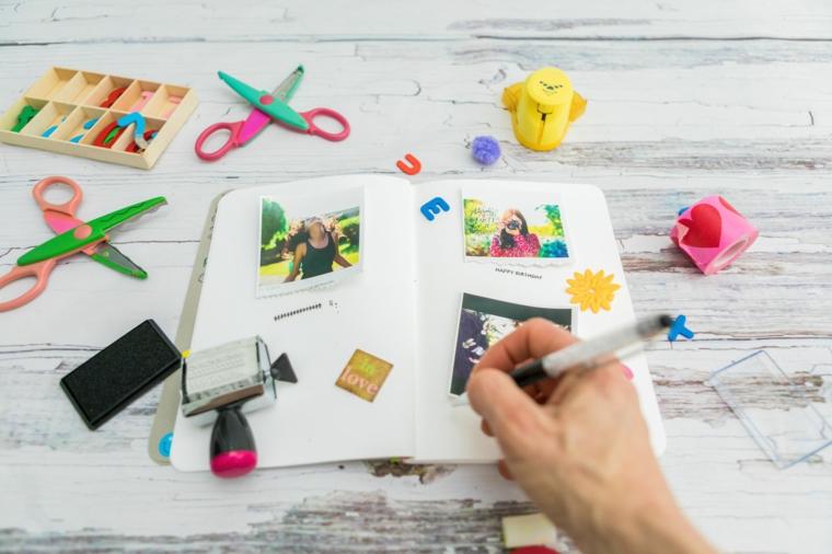 scrapbooking decorare un diario con scritte e disegni regali personalizzati per lui