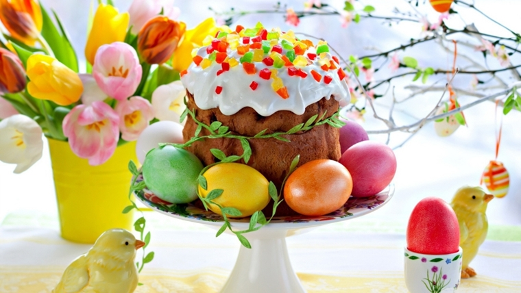 tavola pasquale panettone fiori uova centrotavola