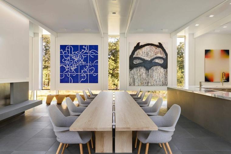 tavolo da pranzo in legno con sedie di colore grigo arredamento moderno
