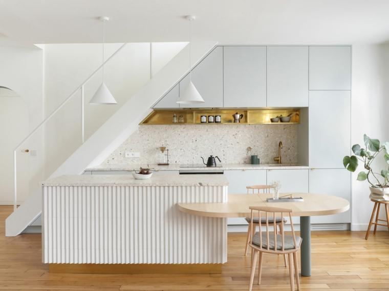 tavolo da pranzo incorporato sull isola della cucina arredamento con mobili moderni bianchi