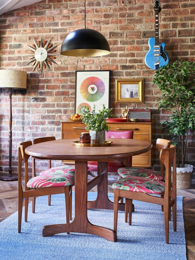 tavolo rotondo di legno arredare salotto e sala da pranzo insieme