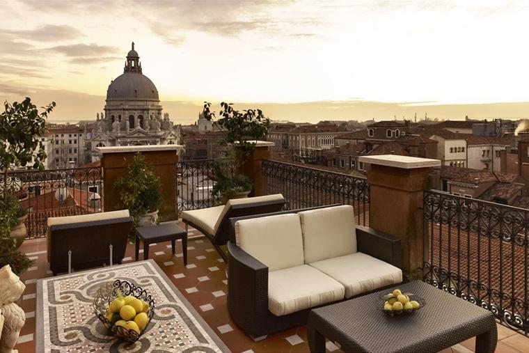 Vasca Da Bagno Con Vista Sulla Citta Interior Design : Arredo terrazzo per un effetto moderno ed elegante