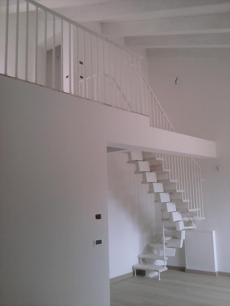 trave bianca vista scala semplice