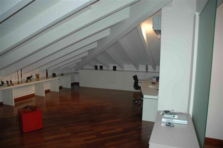 travi bianche soffitto classico mansarda