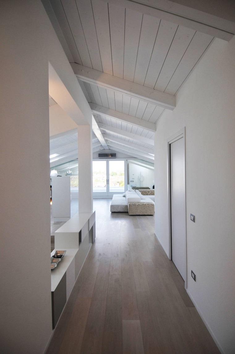 Trave di legno una scelta diversa per rinnovare la casa for Mansarda in legno bianco