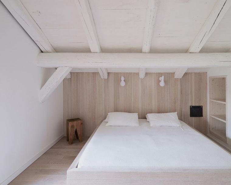 travi vista bianche camera letto
