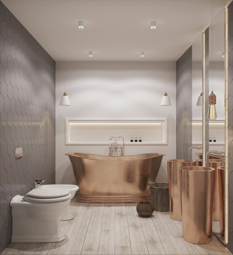 Piastrelle parete grigie, bagno con vasca, mobile lavabo in rame, pavimento in legno parquet