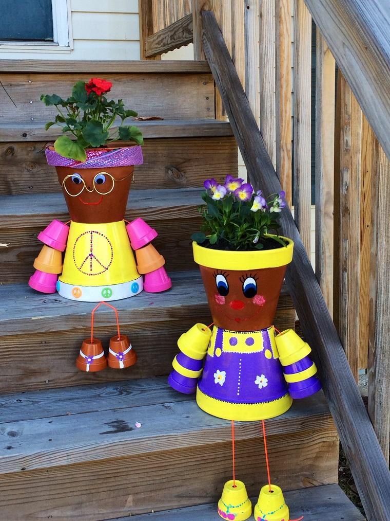 vasi di terracotta colorata forma omini