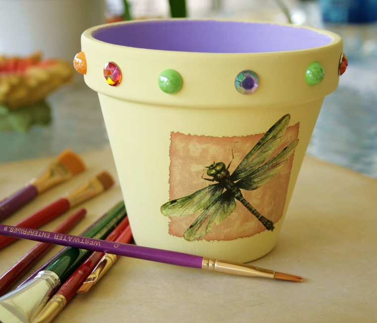 vasi di terracotta colorati decorati