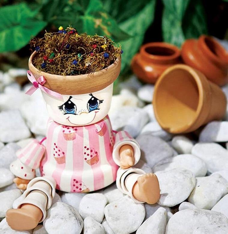 vasi di terracotta forma bambolina