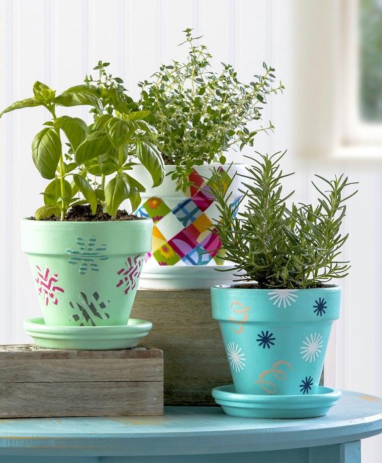vasi terracotta colorati decorati piante aromatiche