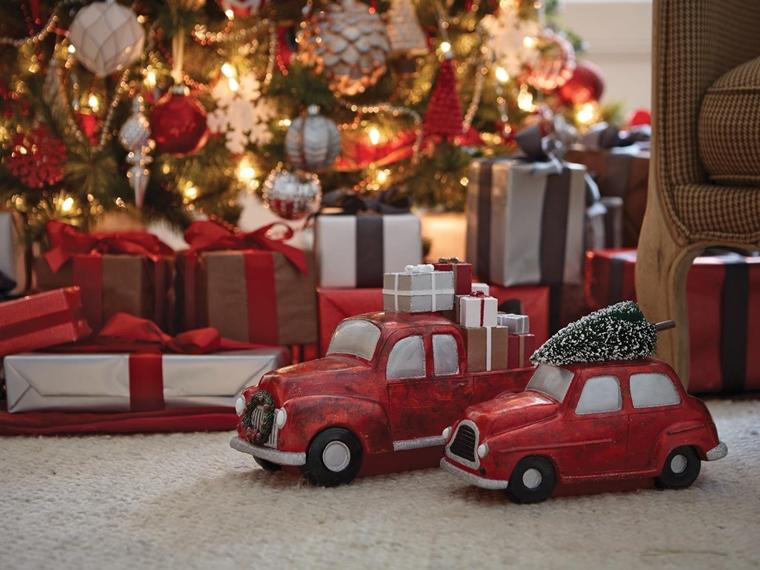 vetrine natalizie allestite macchinette decorative