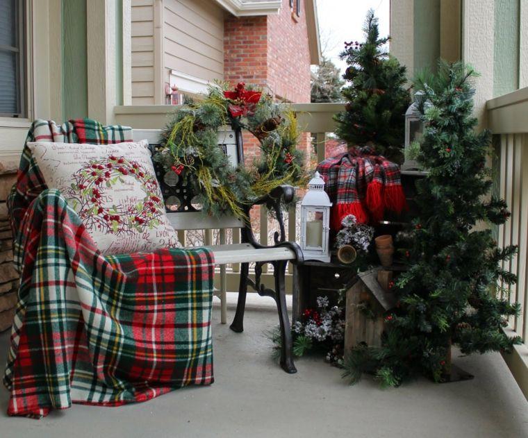 addobbi natalizi per balconi alberi abete ghirlande