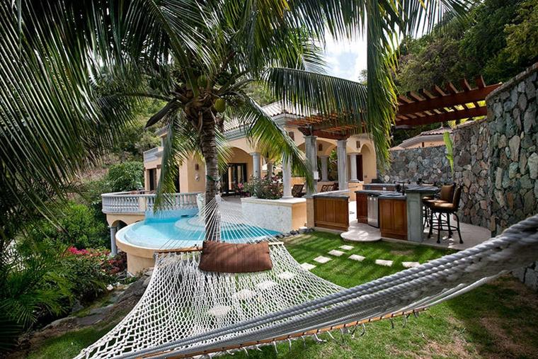 amaca giardino appesa due palme giardino