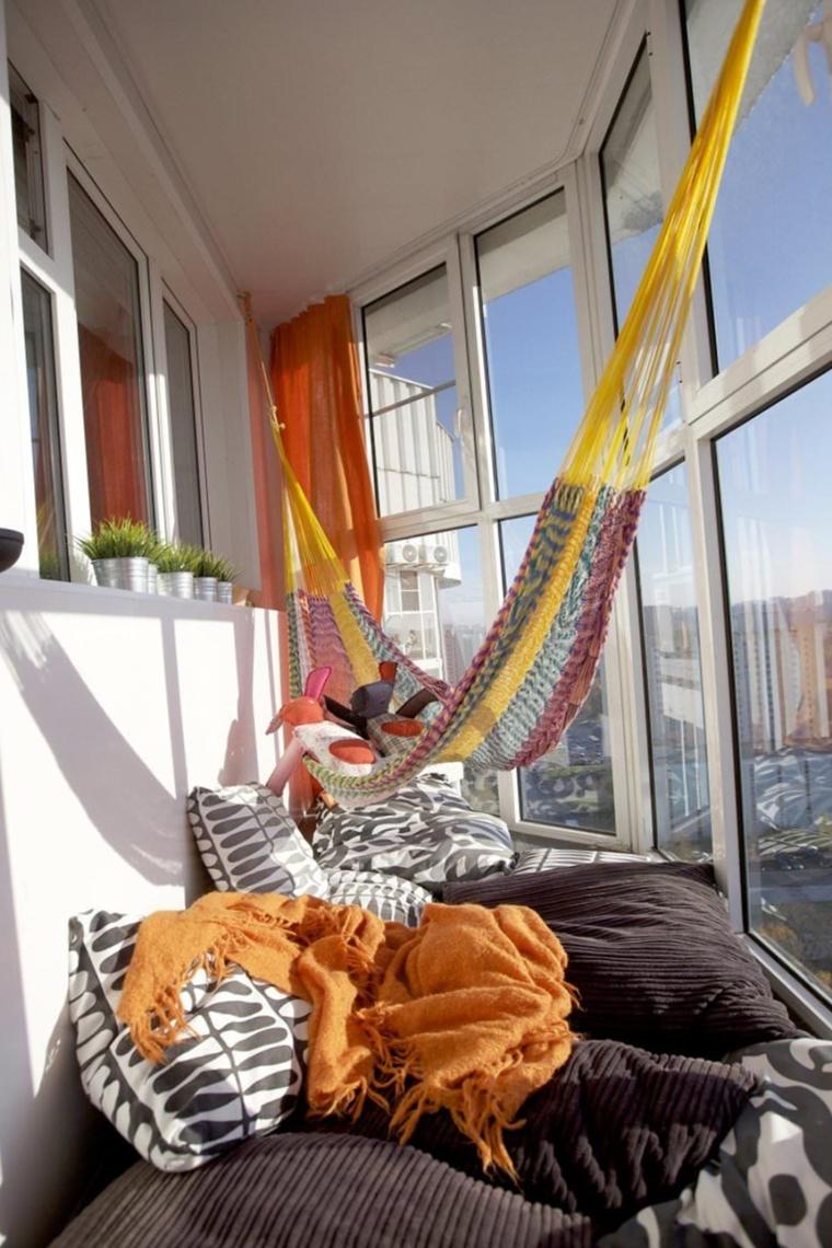 amache colorate appese balcone appartamento