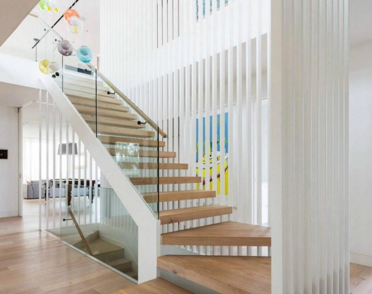 architettura interna parete divisoria colore bianco