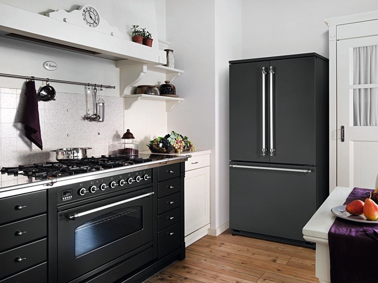 cucine con frigo esterno e tanto altro per una cucina moderna. Black Bedroom Furniture Sets. Home Design Ideas
