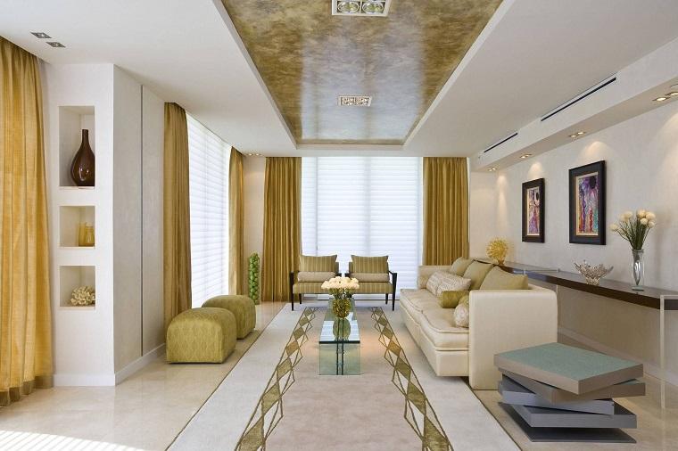 arredamento soggiorno stretto lungo color beige oro