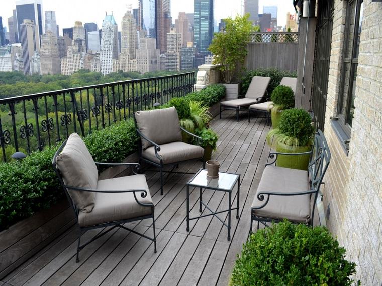 Arredo balcone: tante idee utilizzando piante, cuscini e mobili da ...
