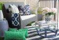 Arredo balcone: tante idee utilizzando piante, cuscini e mobili da esterno