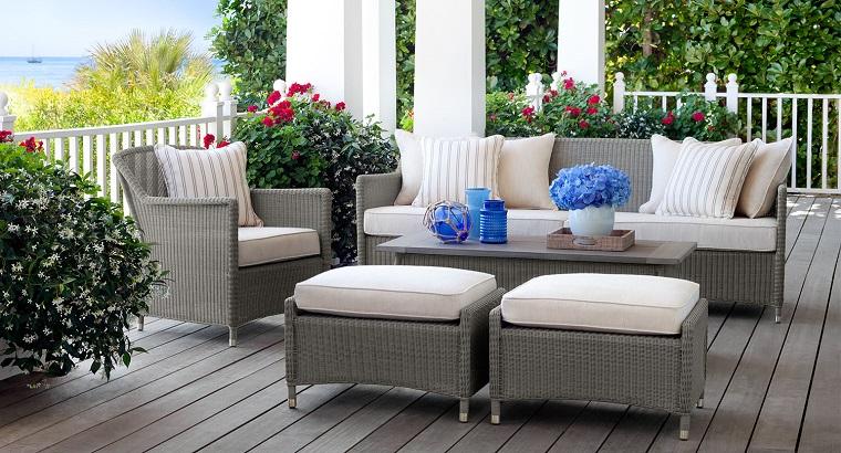 Arredo balcone tante idee utilizzando piante cuscini e - Idee arredo esterno ...