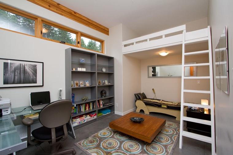 arredo camera da letto letto soppalco tavolino basso legno