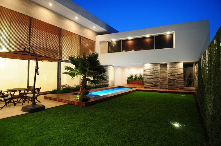 arredo giardino moderno palma prato verde