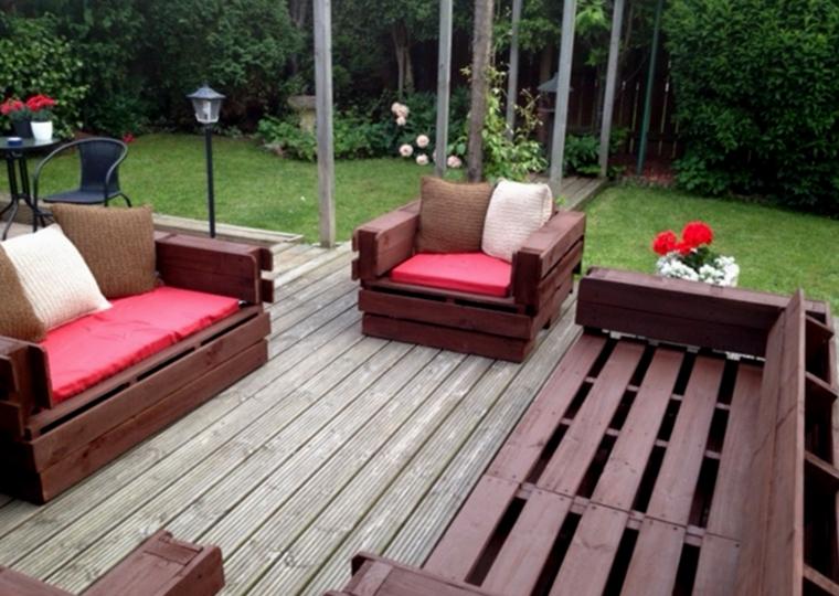 Mobili con bancali in legno riciclati idee estrose per la for Pallet arredo giardino