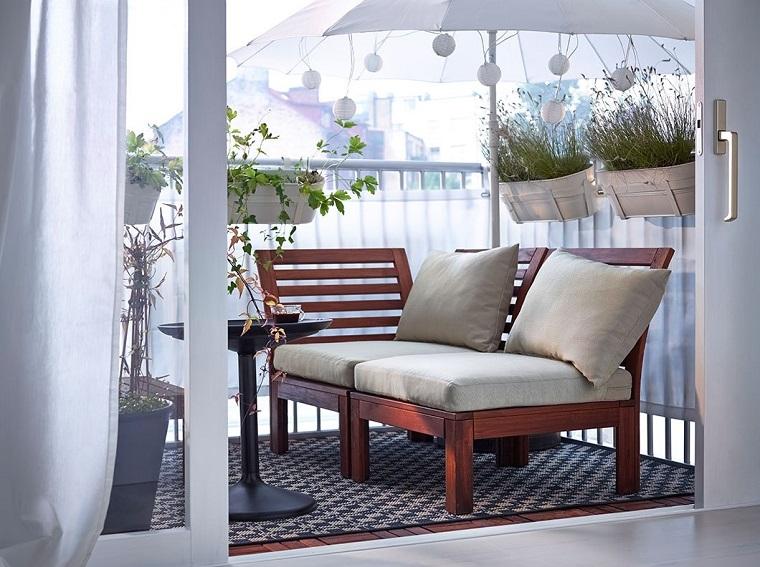 arredo terrazzi seduta cuscini bianchi