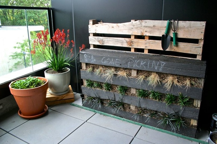 Arredo terrazzo largo a fantasia e creativit utilizzando for Arredo giardino pallet