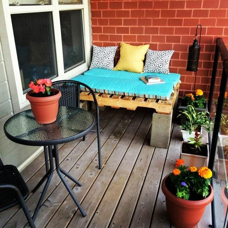 Arredo terrazzo largo a fantasia e creativit utilizzando for Arredo terrazzi