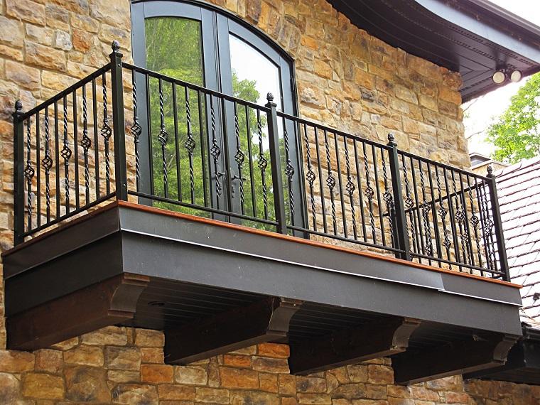 balcone ferro colore scuro effetto rustico