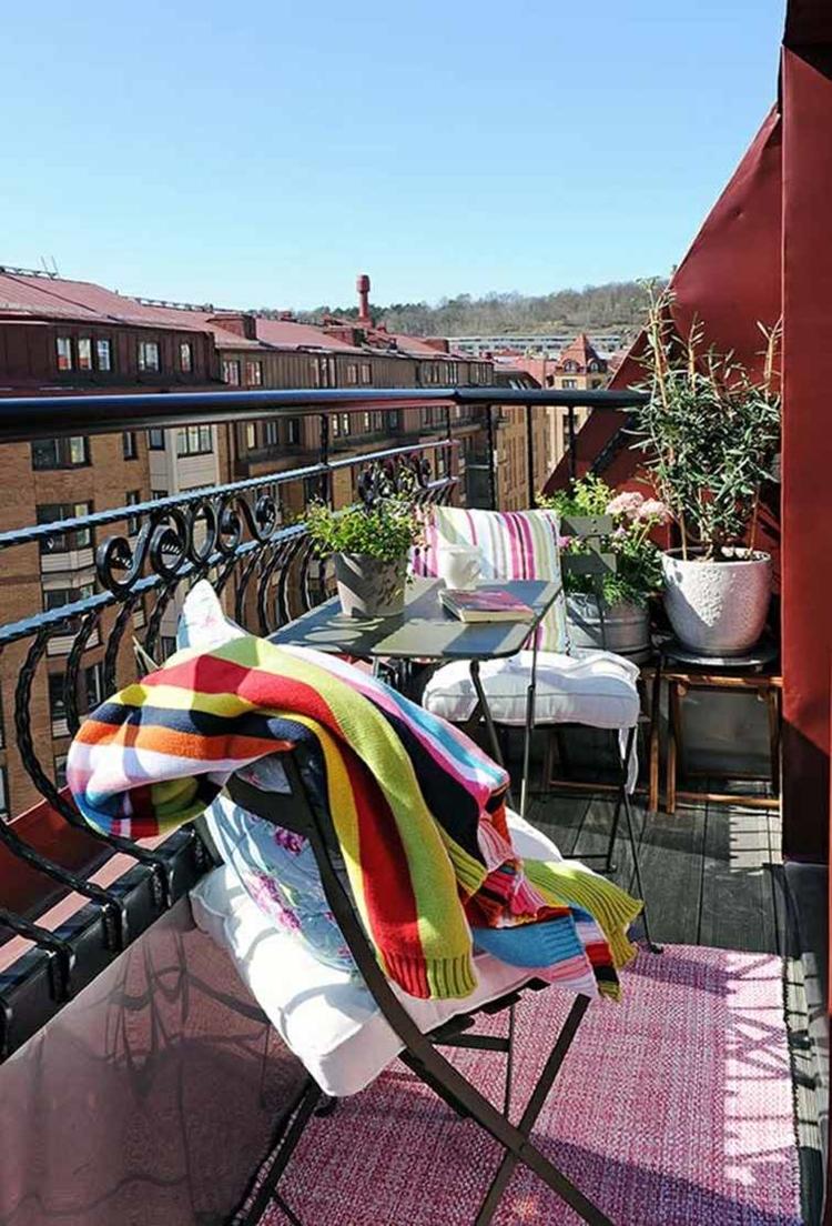 balcone moderno ringhiera di ferro battuto forma curvata