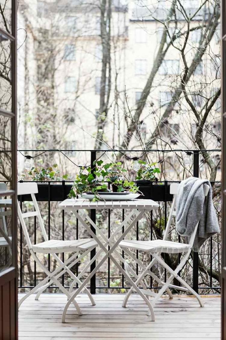 balconi arredati mobili bianchi chic