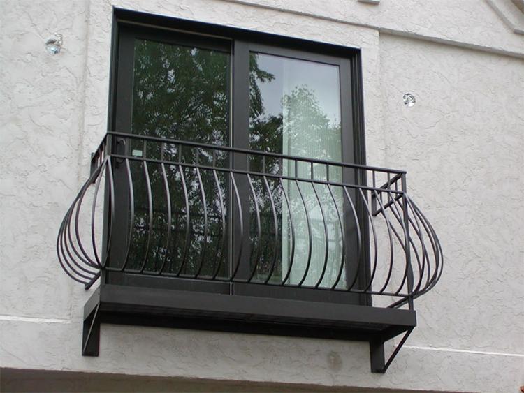 balconi ringhiere in ferro battuto moderne