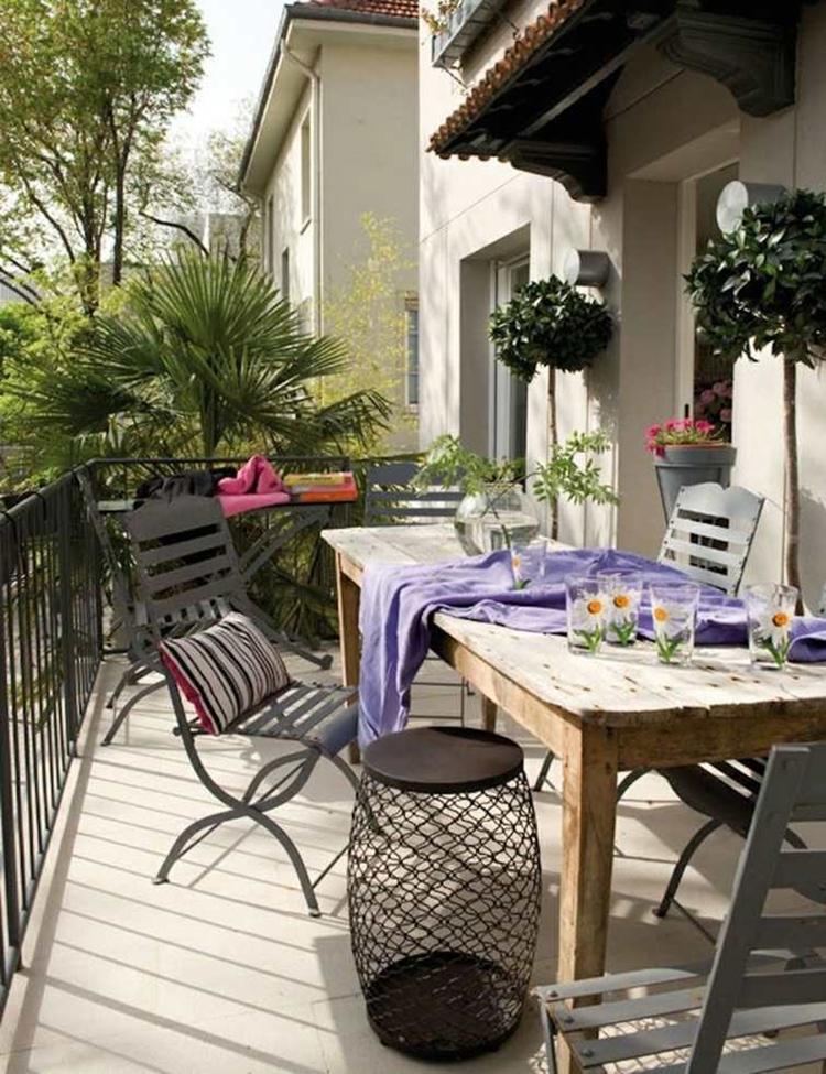 balconi sedie ferro tavolo legno
