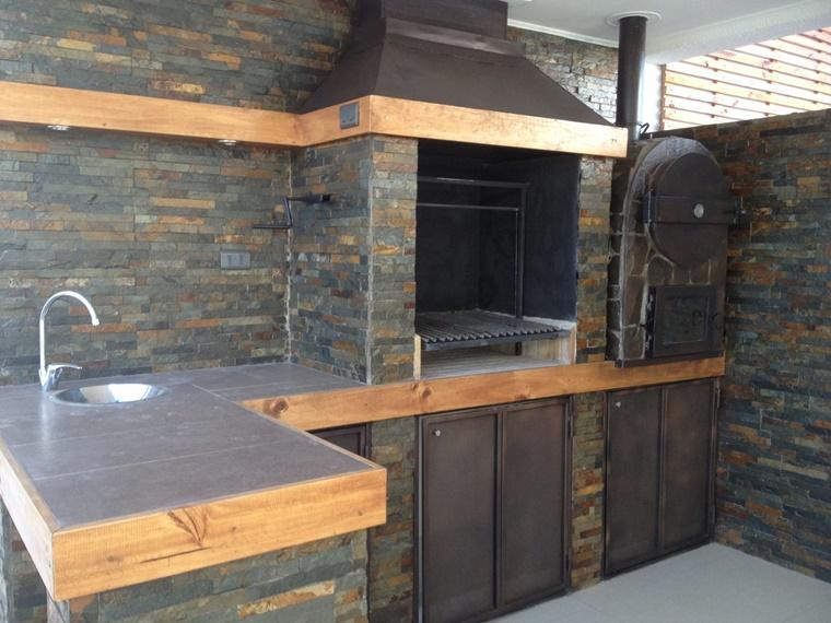 barbecue in muratura costruzione pietra naturale