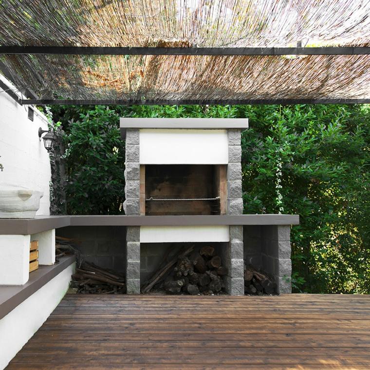 Barbecue a legna in muratura fai da te, giardino con pergola e barbecue