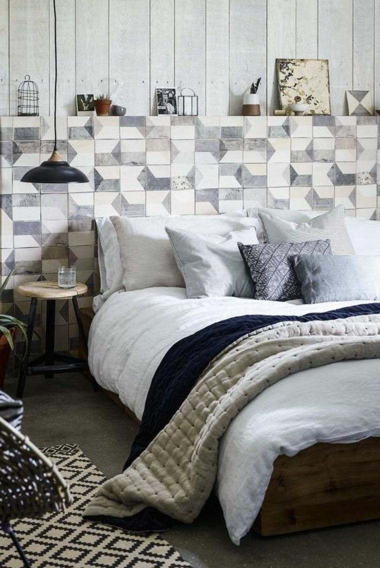 camera da letto cuscini tavolino lampadario tappeto coperte camera matrimoniale